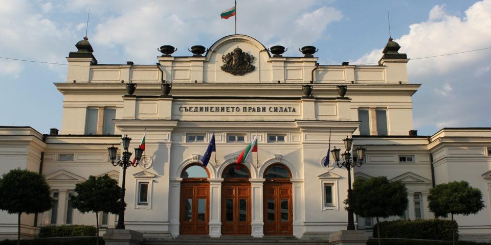 Парламентът ще се има ново осветление за над 300 000 лв.