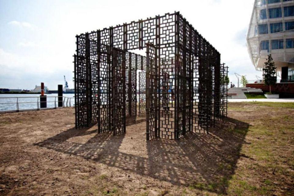 """""""Бронзовата къща"""" ще бъде поставена на мястото на мавзолея в София, реши общинският съвет"""