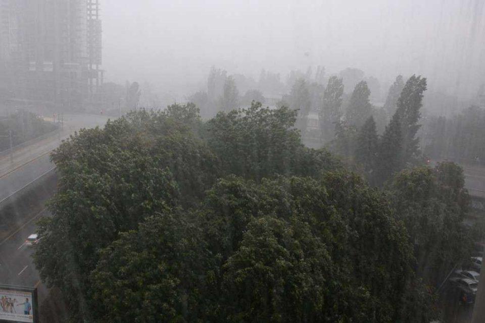900 сгради в София пострадали от бурята