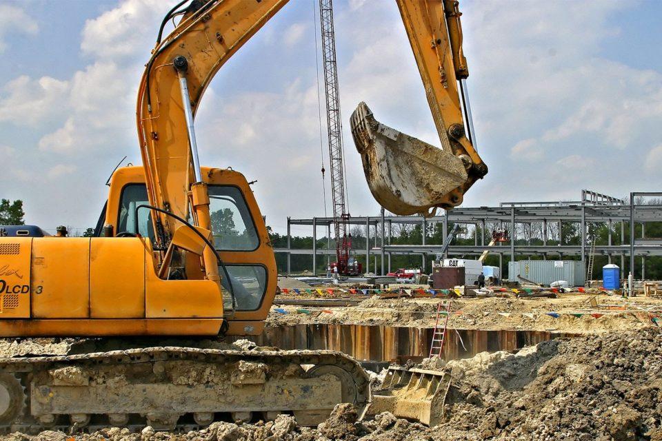 Бизнес климатът се подобрява, подкрепен основно от строителството