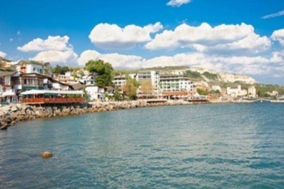 През лятото 5.5 млн. туристи са посетили България, отчете Ангелкова
