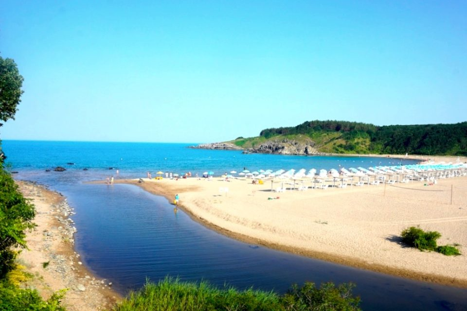 Ангелкова: Над 4 480 000 чужди туристи са почивали през лятото у нас
