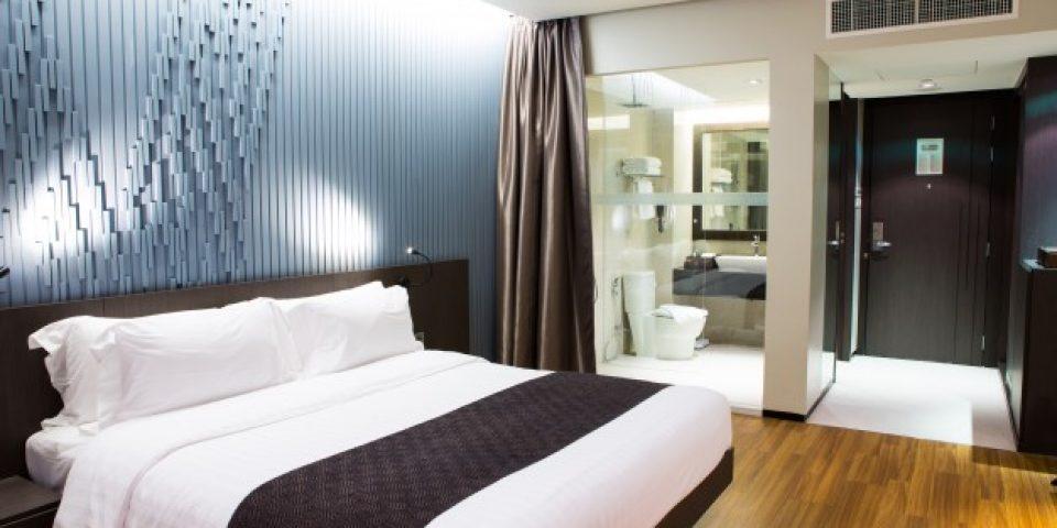 Кризата спря откриването на няколко хотела в София