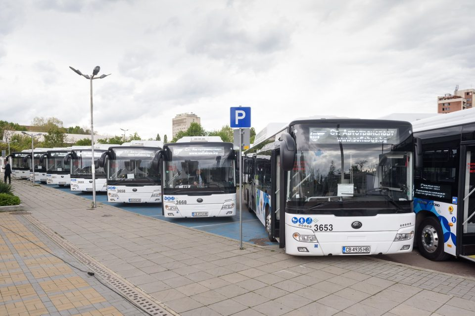 Пет частни автобусни линии в София стават пак общински