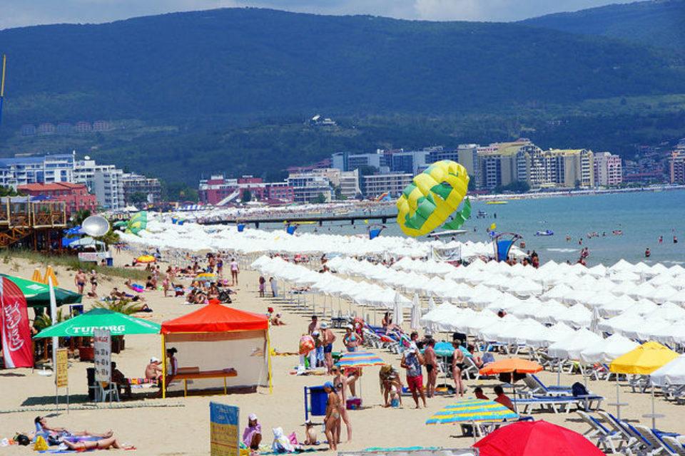 Концесионерите на 29 морски плажа няма да намалят цените на чадъри и шезлонги
