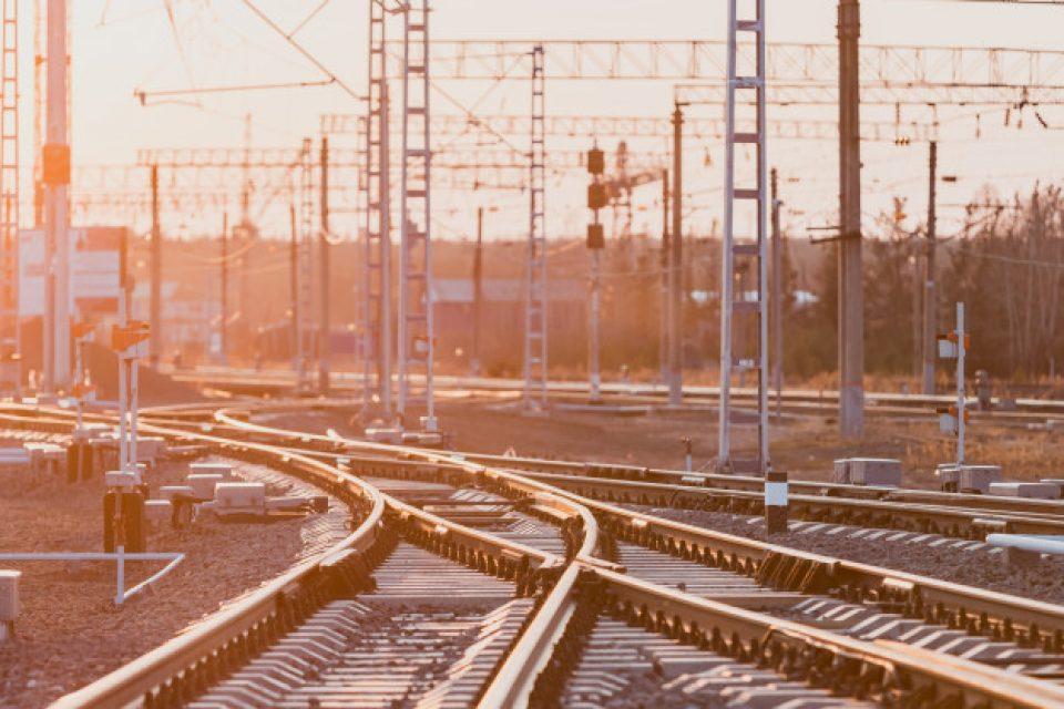 До 2027 година ще пътуваме с влак между София и Скопие